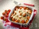 Рецепта Вкусни картофени ньоки с доматен сос, сирене моцарела и магданозено песто на фурна